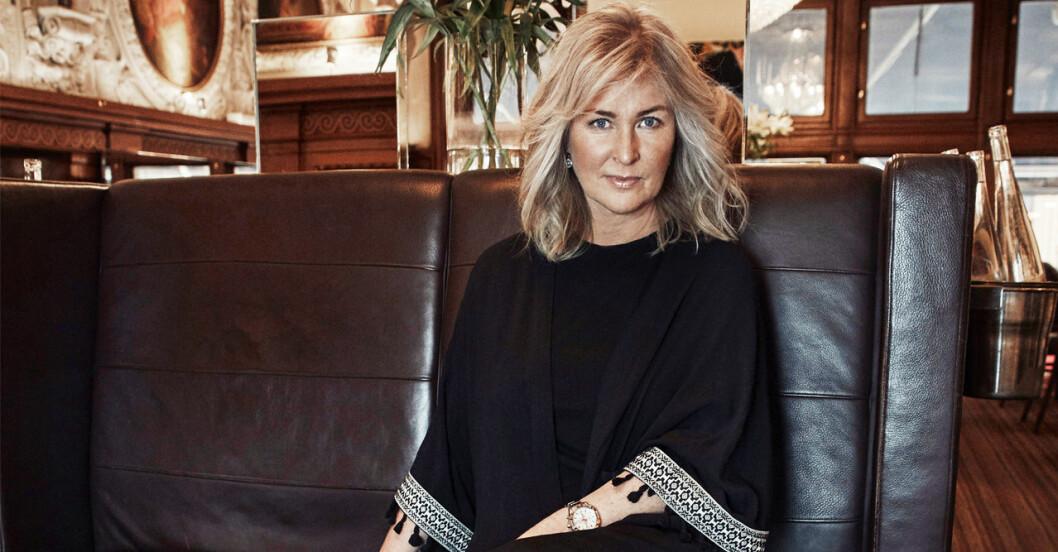 Författaren Åsa Hellberg har valt bort kärleken och lever ensam.