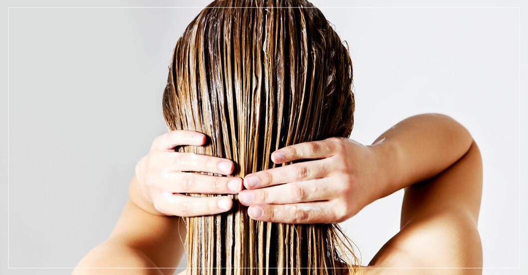 kvinna med balsam i håret