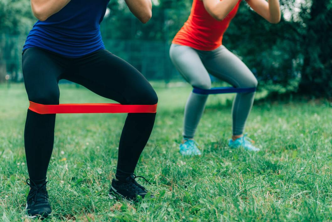 Gummiband gör träningen mer effektiv.