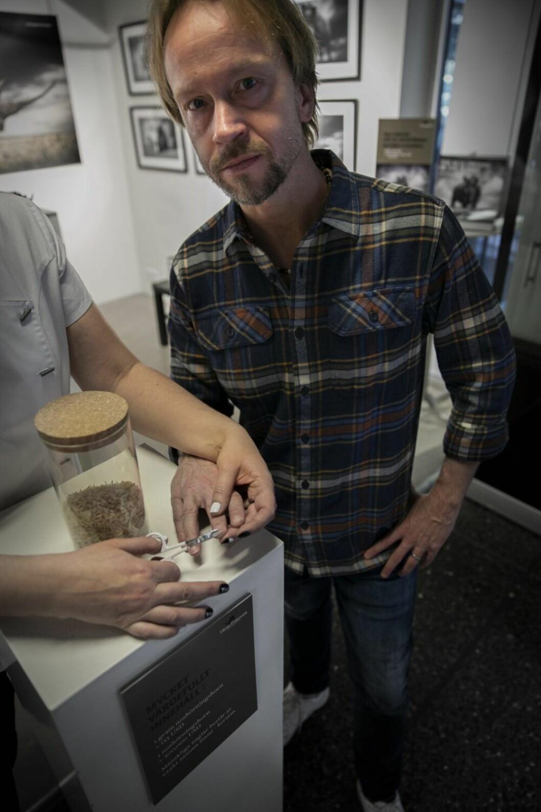 Björn Persson står bakom initativet där naglar samlas in för att rädda noshörningar.
