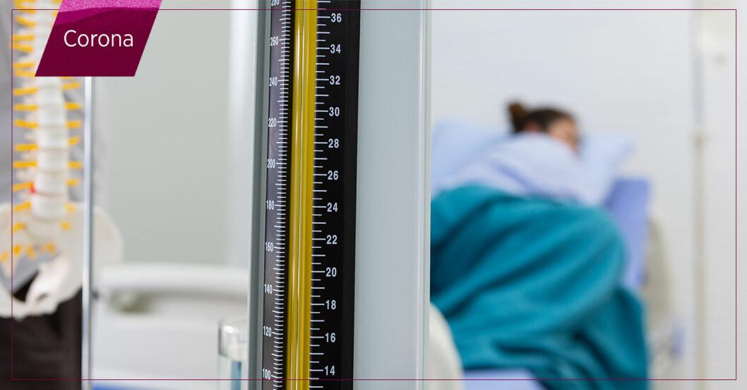 kvinna i sjukhussäng