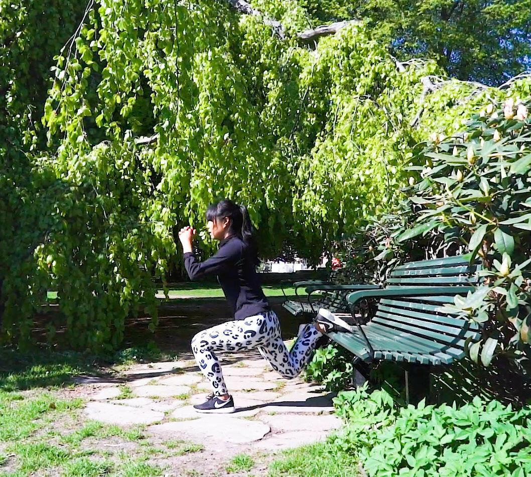 Bulgarian squat på parkbänk.