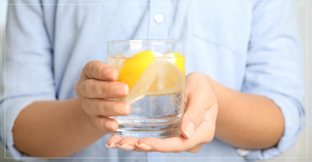 är det dåligt att dricka kolsyrat vatten?