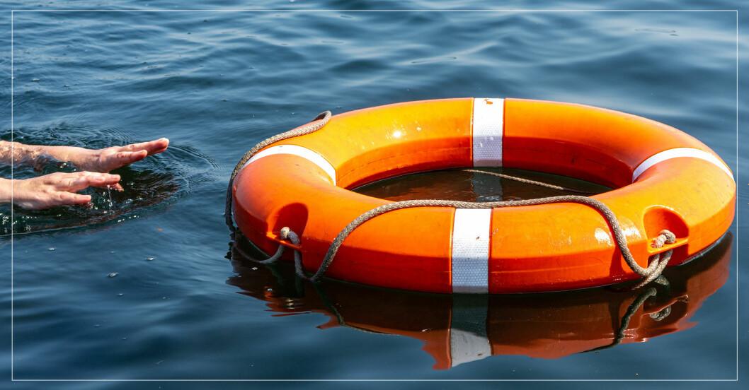 En livboj i vatten.