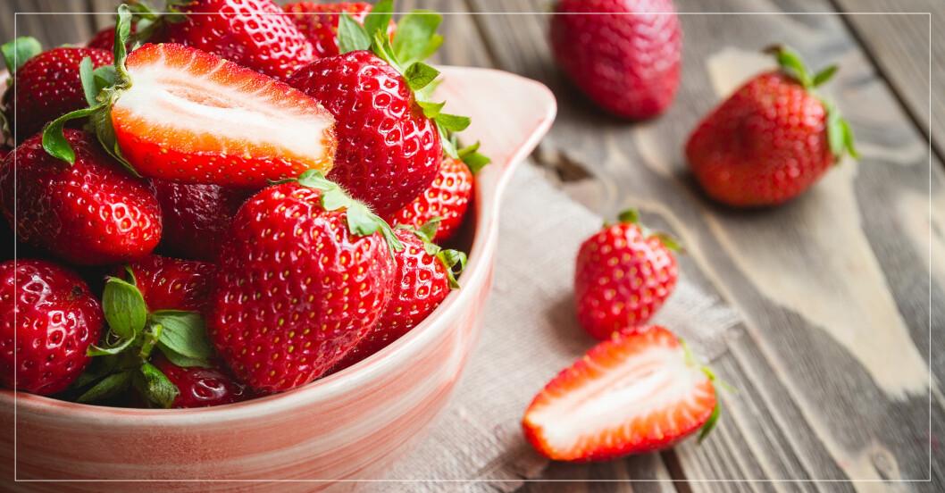 skål med jordgubbar
