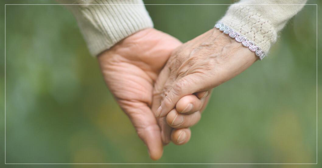par som varit tillsammans väldigt länge håller händer