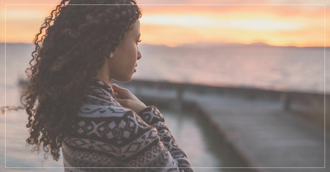 kvinna ställer sig frågor som kommer förändra livet