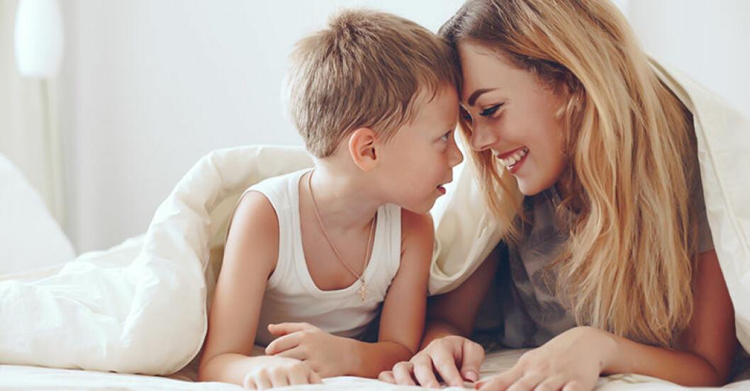 Ny studie: Äldre mammor skriker mindre på sina barn