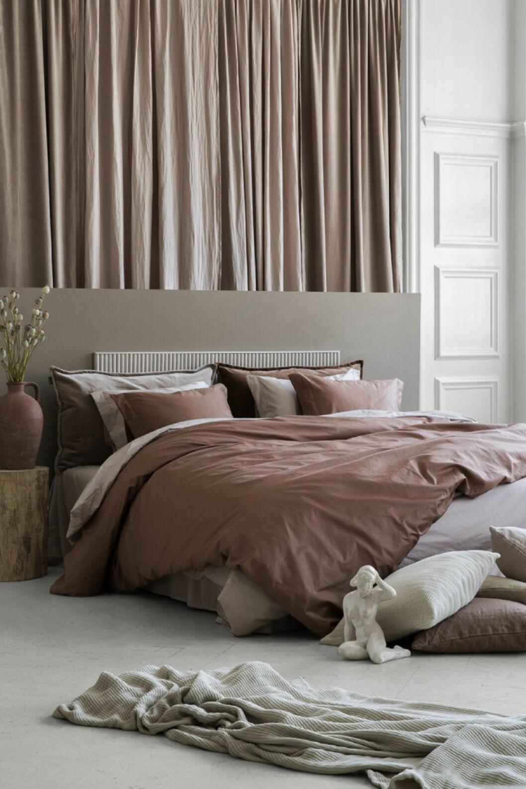 Sängkläder från Granits kollektion Muted Tones i ekologisk bomull och linne