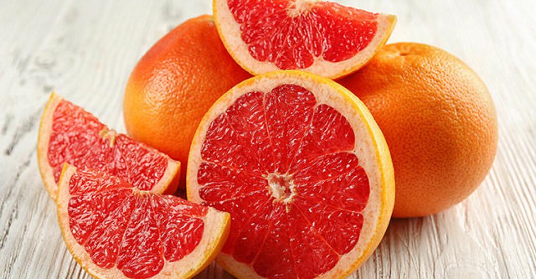 Lukta på grapefrukt och gå ner i vikt.