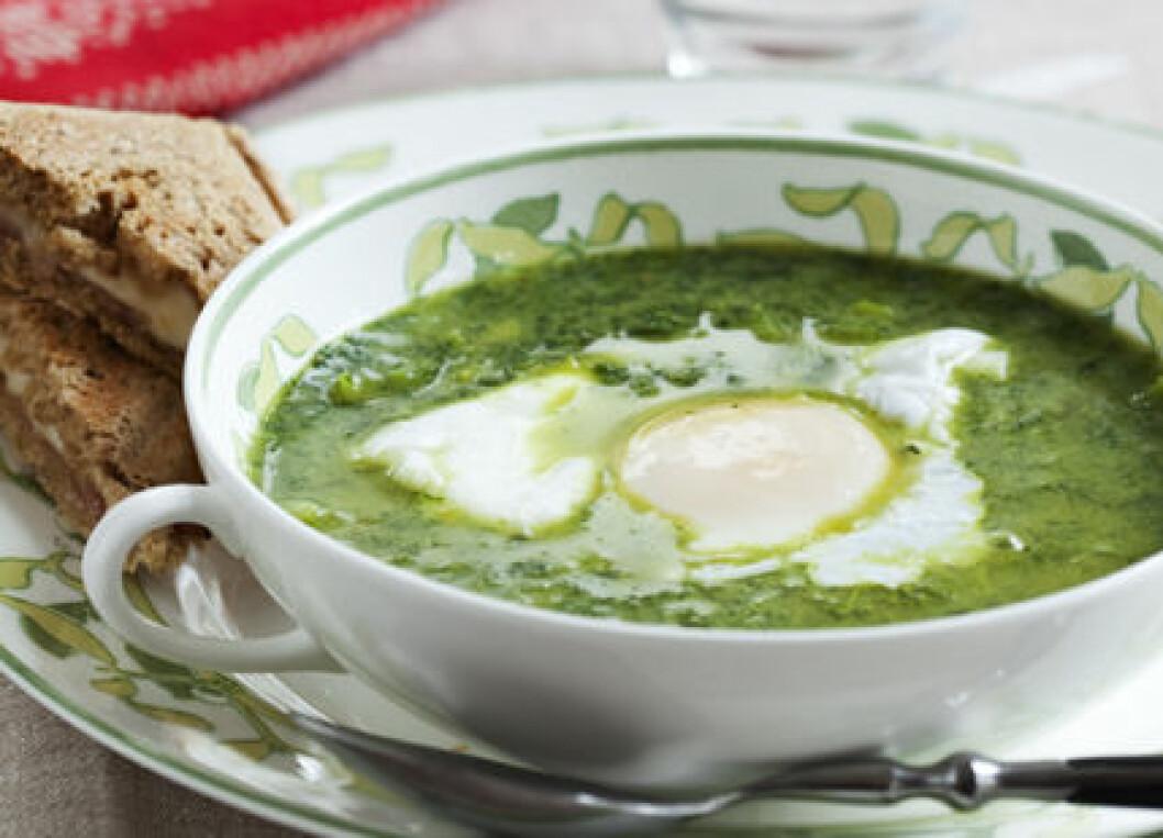 Grönkålssoppa med pocherat ägg