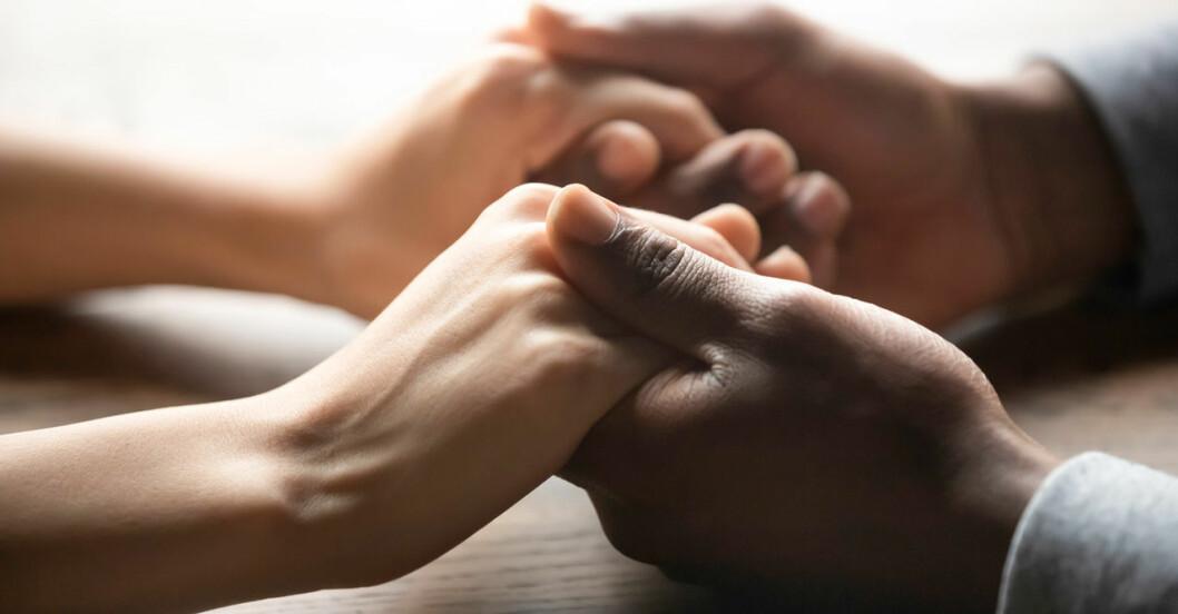 hålla handen