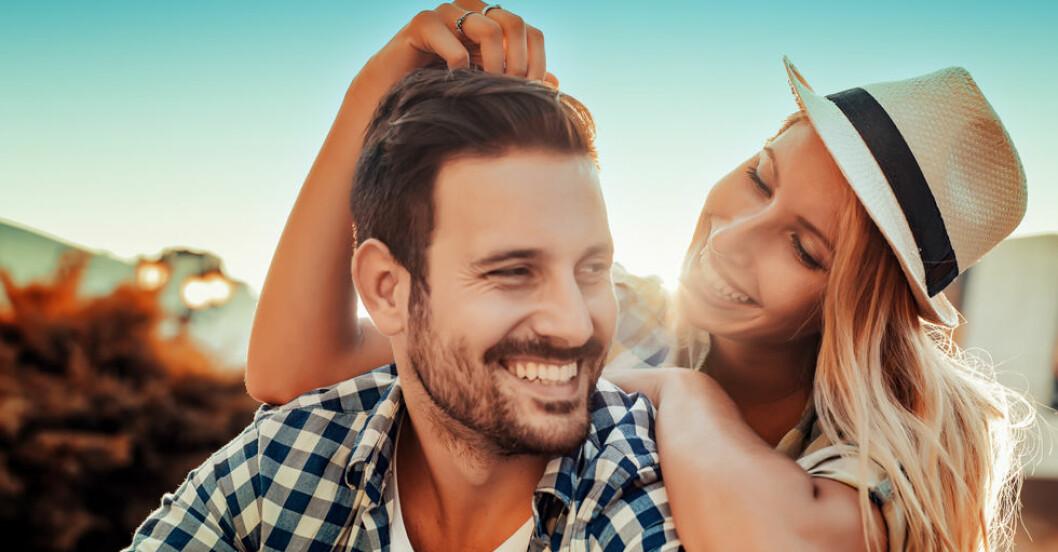 Är du själv introvert men dig partner mer utåt? Det kan tära på relationen.