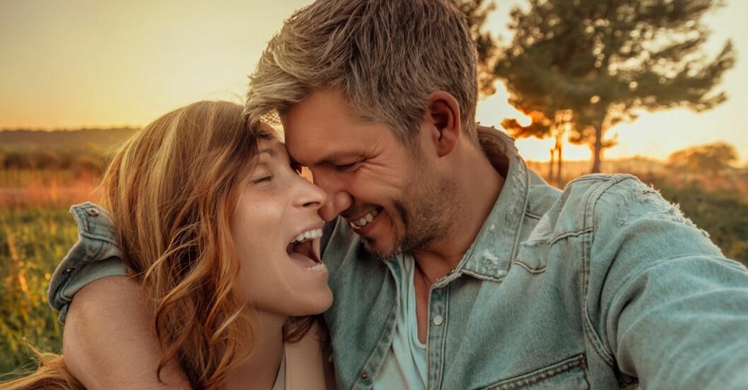 Lyckligt par får kärleken att hålla.