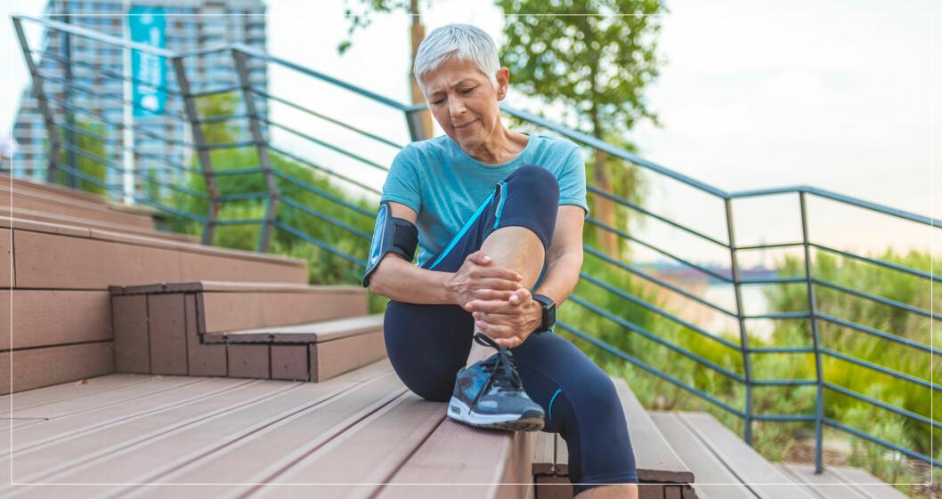 Äldre kvinna med knastrande knä.