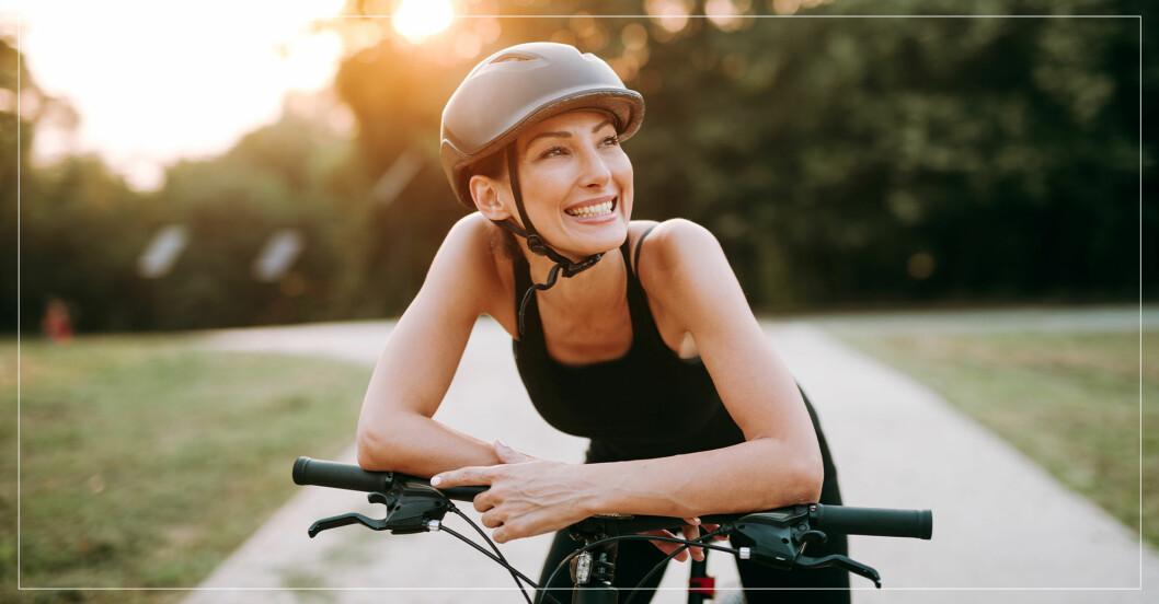 kvinna har köpt ny cykel