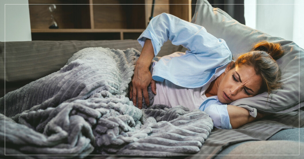 Kvinna i soffa med vinterkräksjuka.