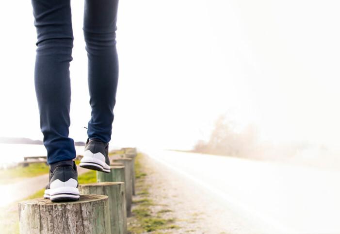Kvinna räknar antal steg hon går