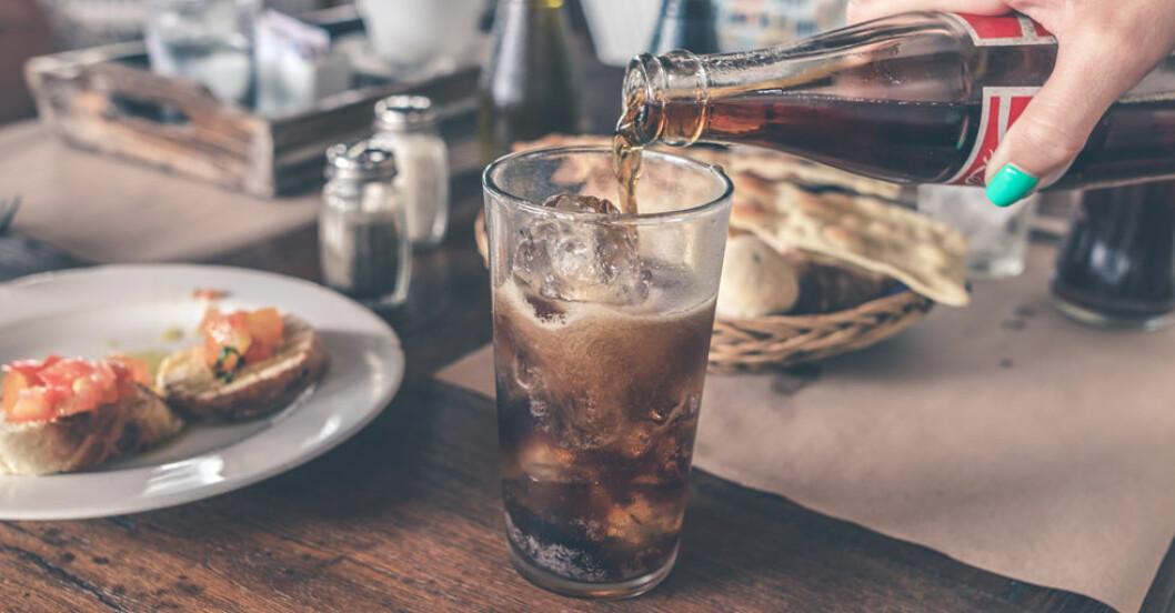 Att dricka dina kalorier ökar risken för övervikt mer än att äta dem, visar forskning.