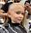 Ida Kjos dotter får håret rakat hos frisören