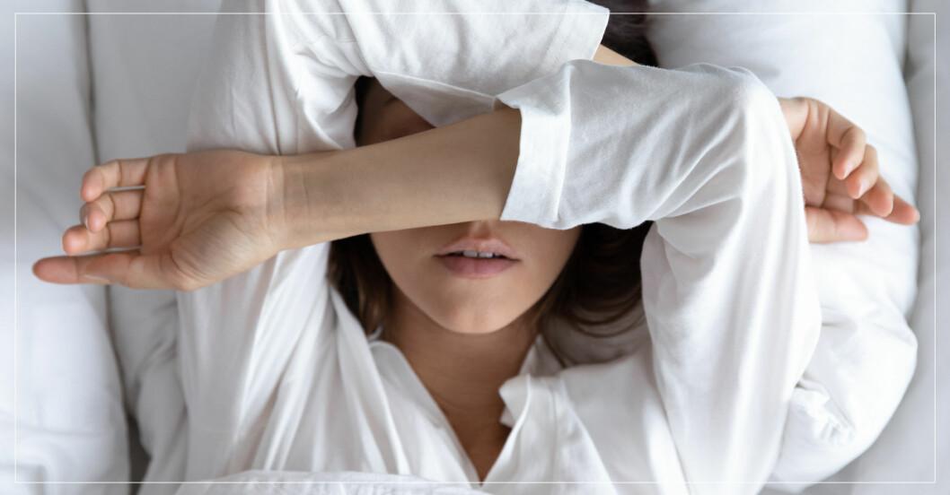 Kvinna drömmer mardröm, men vad betyder den?