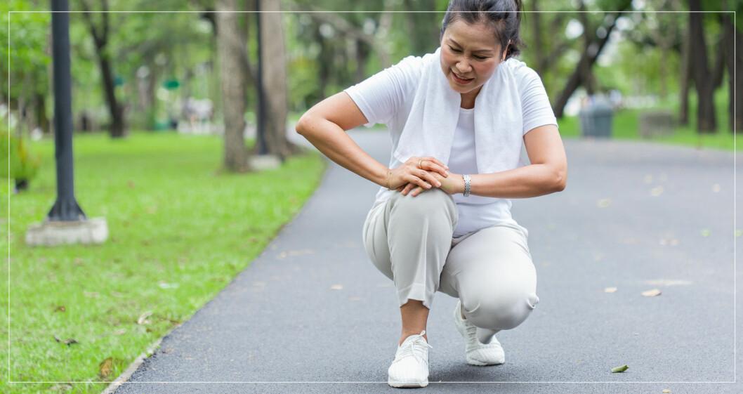 Kvinna som fått ont i knät av att träna.