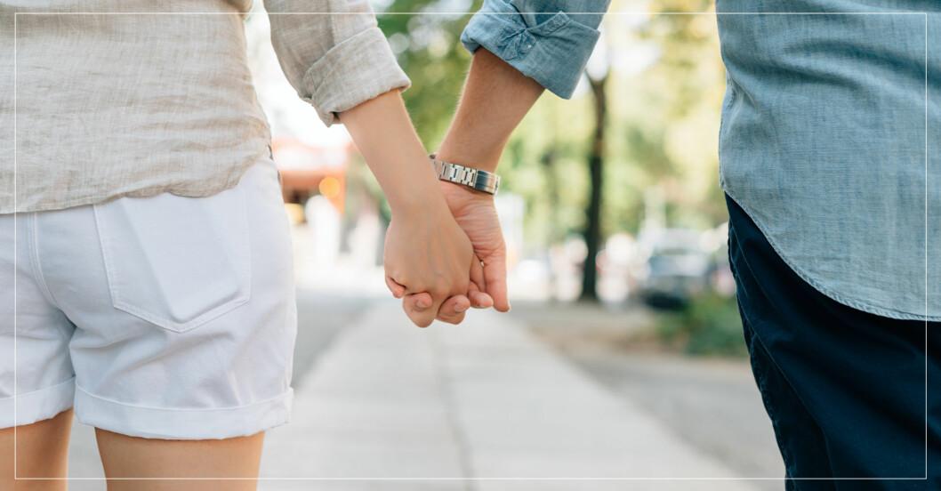 Håller handen