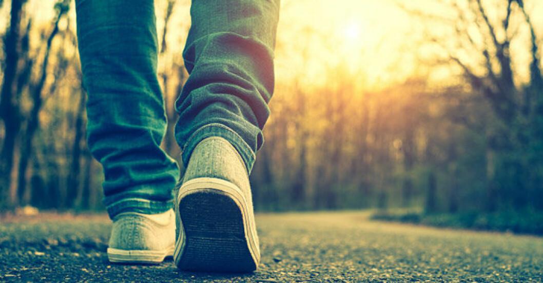 fötter som går