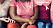 Tre kvinnor på rad som bär rosa bandet.