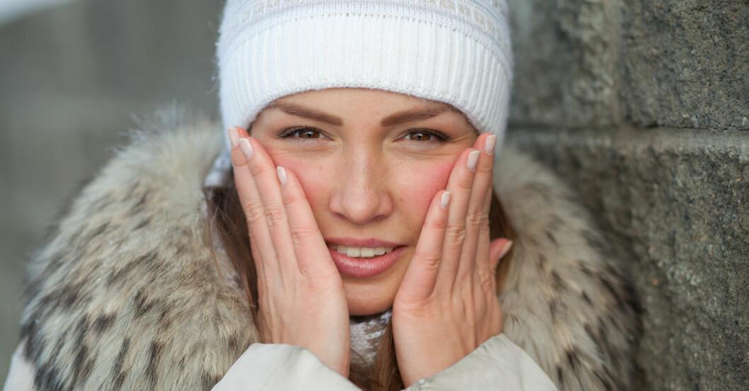 Att huden rodnar av kyla och värme beror på en tunnare barriär.