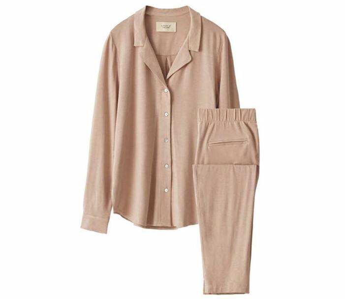 rosa pyjamasset