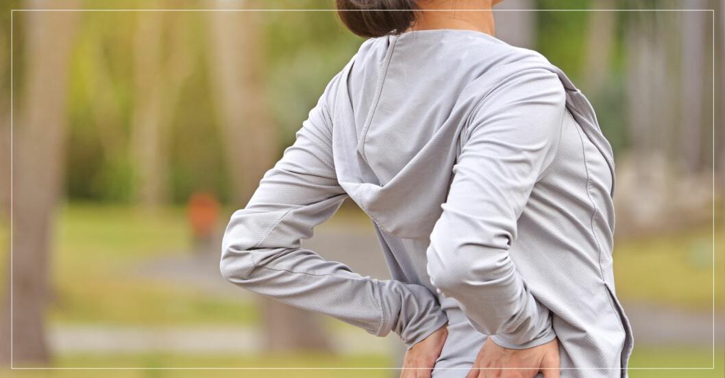 kvinna har fått ont i ryggen efter att ha tränat
