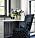 färska blommor intill bordet vid fönstret i camilla läckbergs lyxiga walk in closet.