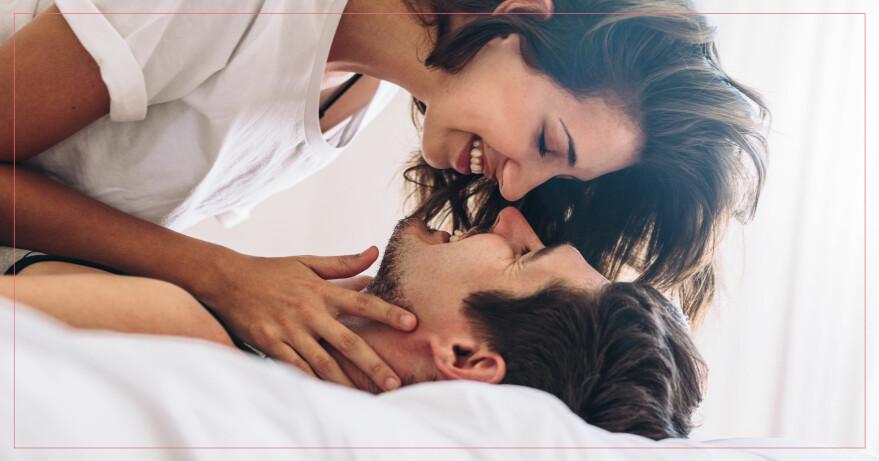 Par som kysser varandra