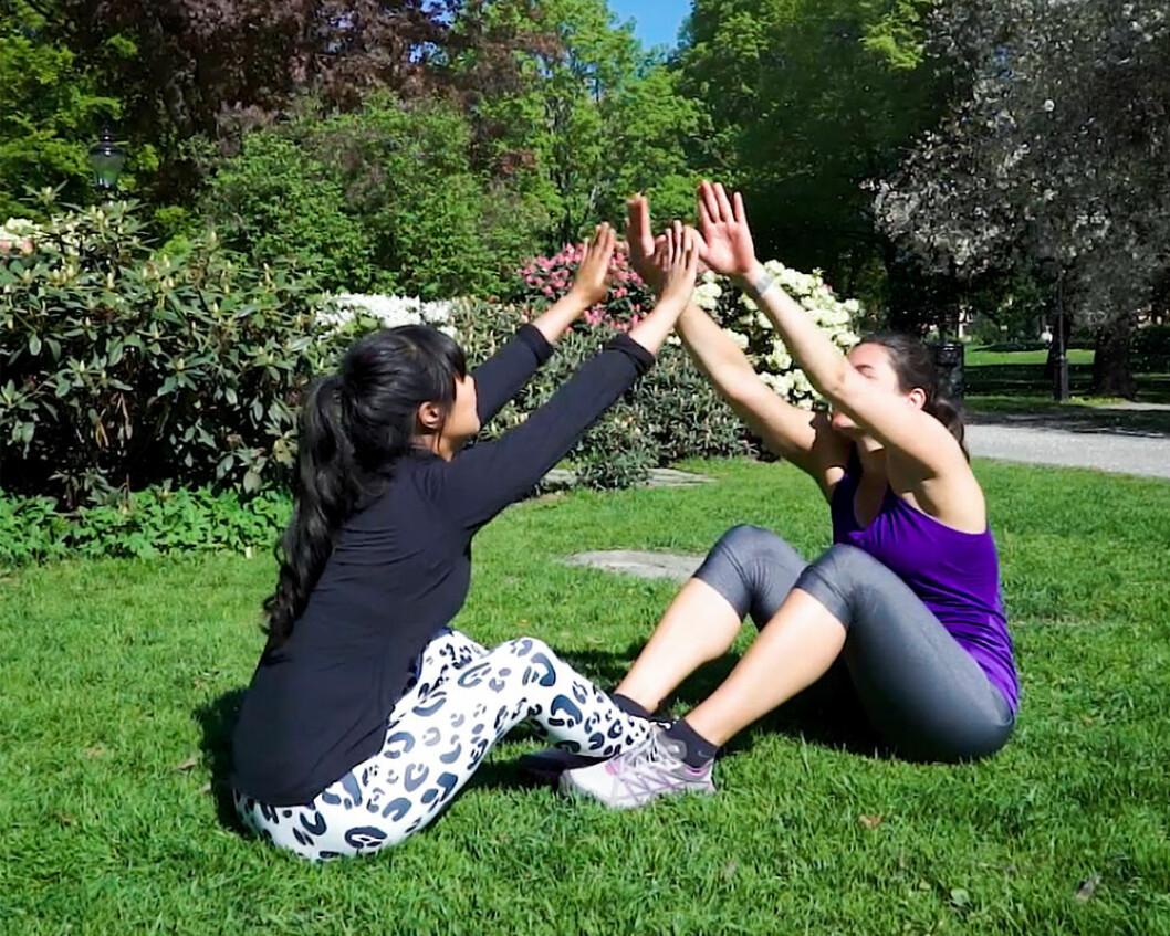 Situps med klapp – HIIT-övningar