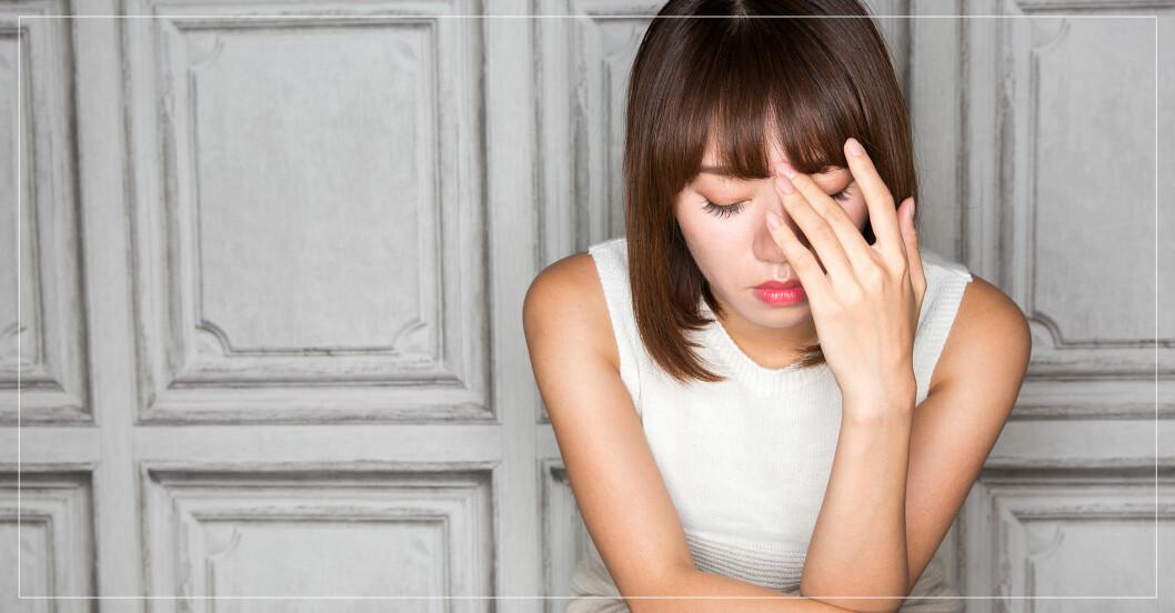 kvinna som är ledsen och orolig