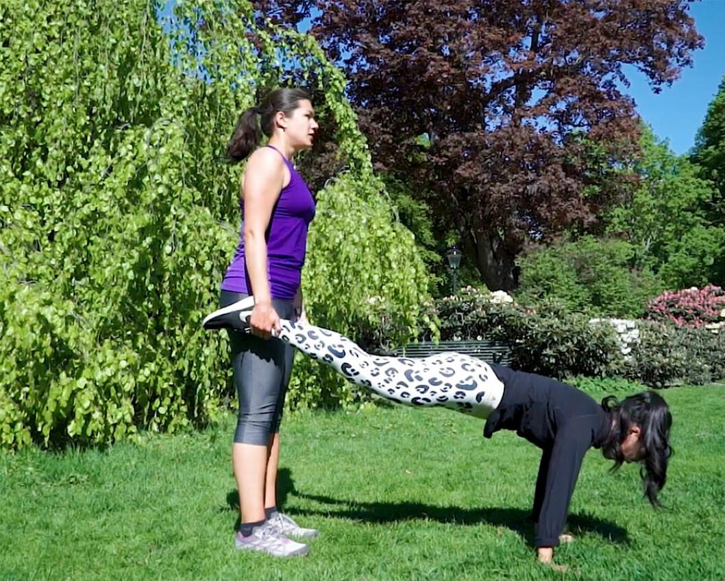 Skottkärra och rygglyft – HIIT-övningar