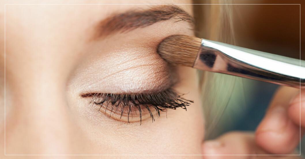 ögonskugga som appliceras med pensel