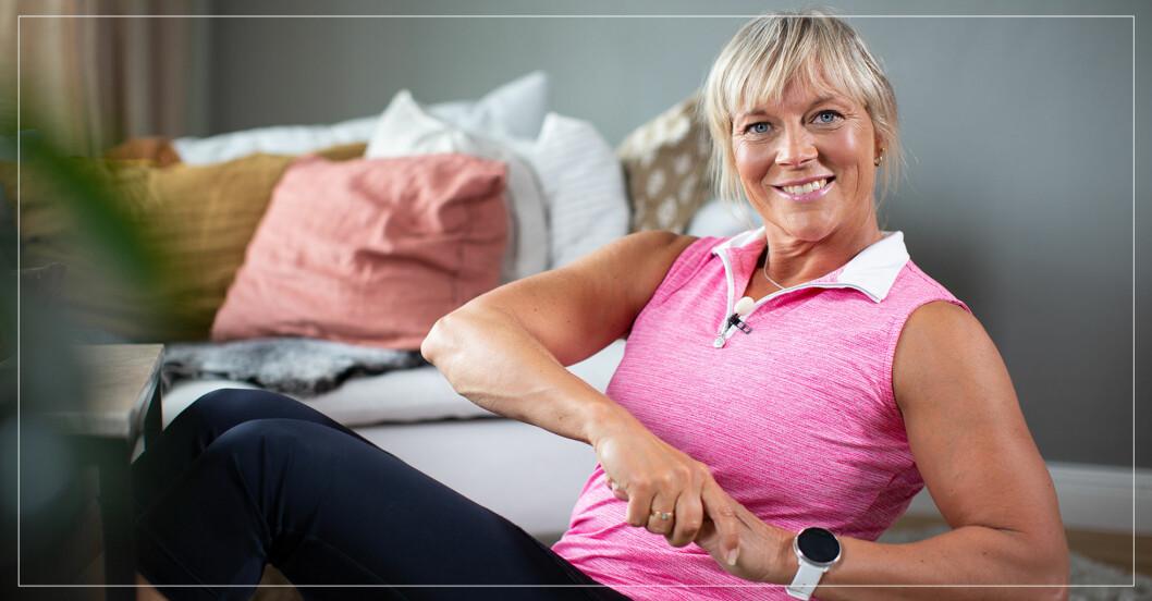 Sofia Åhman tränar hemma i ett vardagsrum