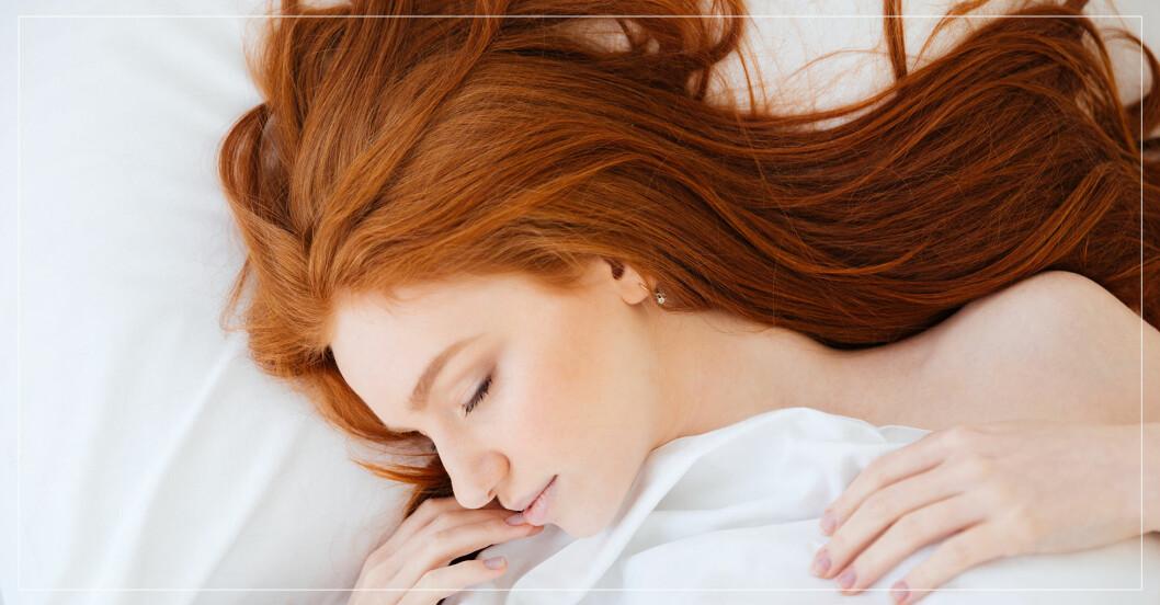 kvinna som ligger och sover