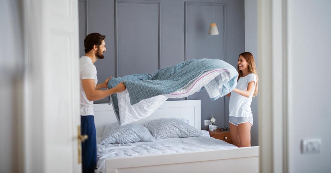 Sovrum med glas par som bäddar – för bättre sömn.