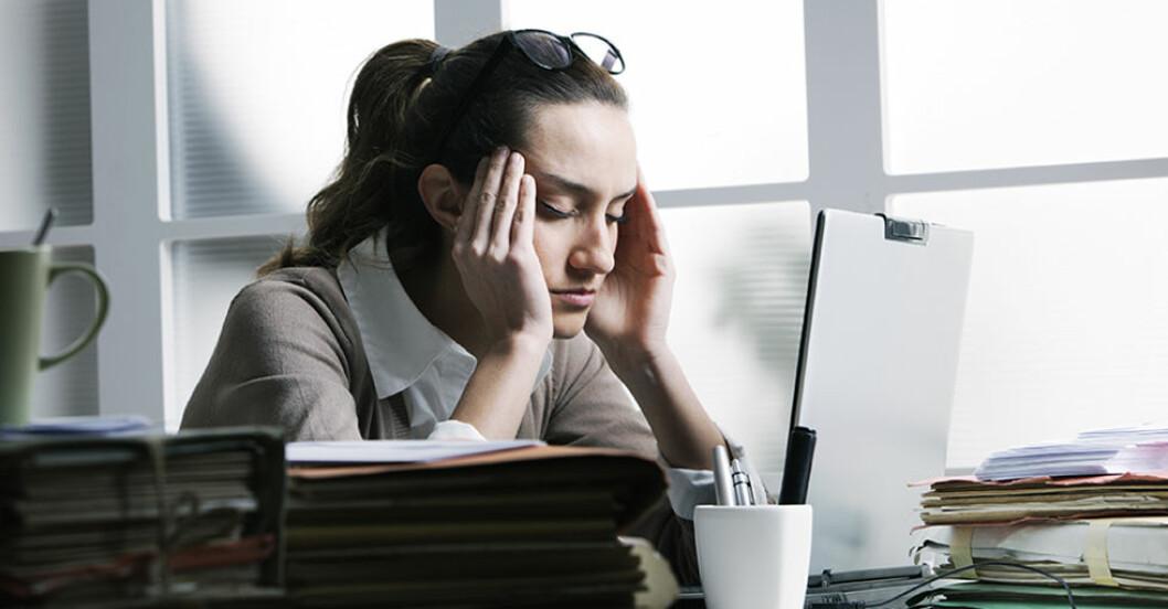 Många svenskar är stressade på arbetsplatsen. Stressexperten menar att det är viktigt att ta pauser.