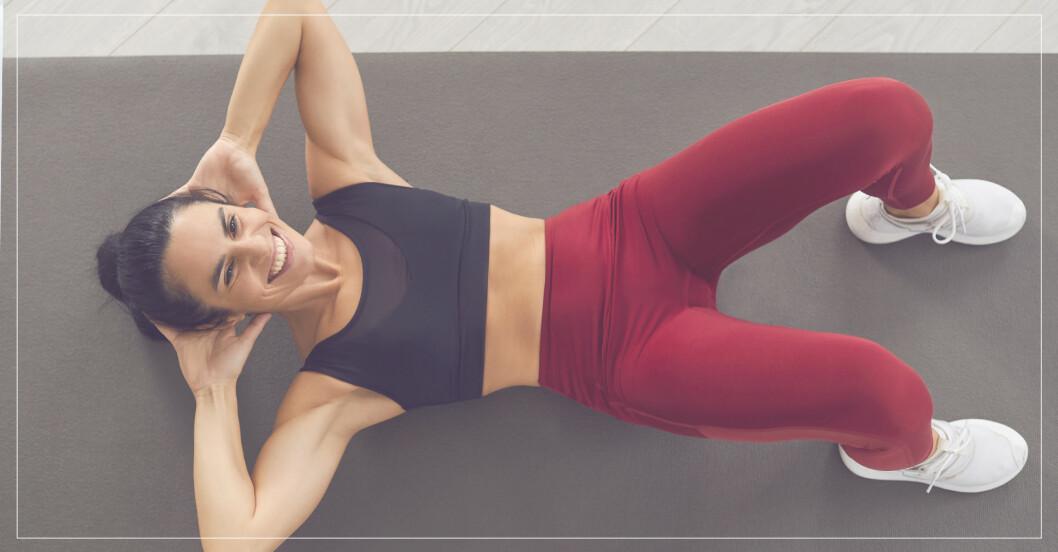 kvinna tränar djupa, inre magmuskler