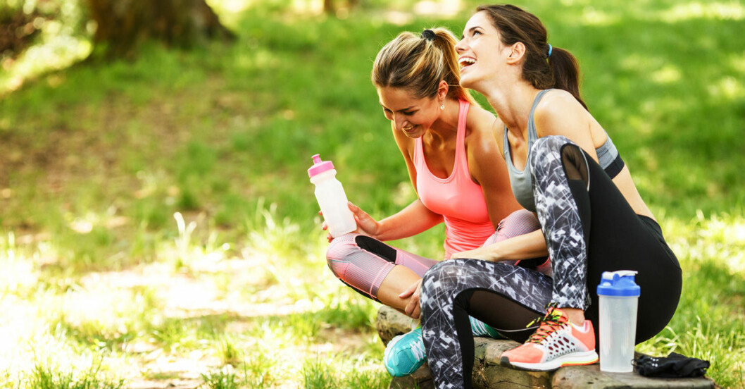 Lyckliga kvinnor som tränat