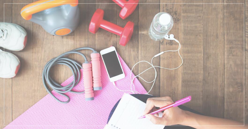 kvinna planerar sin träning för att komma in i bra rutiner, följer träningsexperternas råd