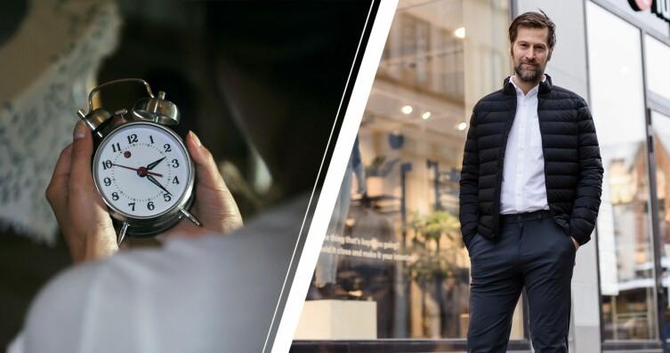 Kvinna kollar på klockan och sömnexperten Christian Benedict
